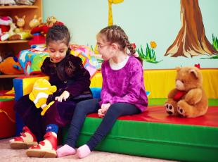 Speeltoestellen voor mindervalide kinderen